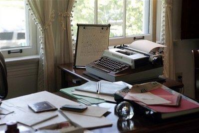 EudoraWelty-desk